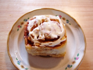 Frosted Apple Cinnamon Rolls
